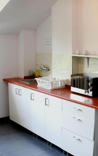 A kitchen or kitchenette at The Orange House Warsaw - rooms for rent