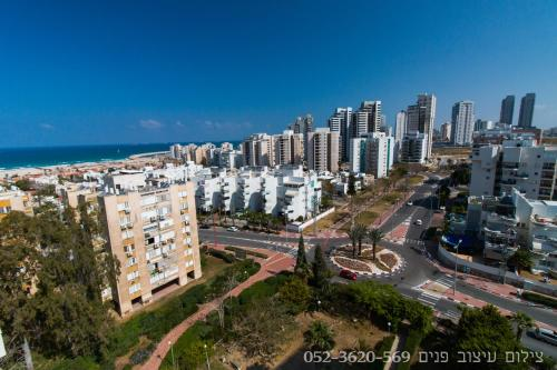 A bird's-eye view of Apartment 5 minutes from the sea