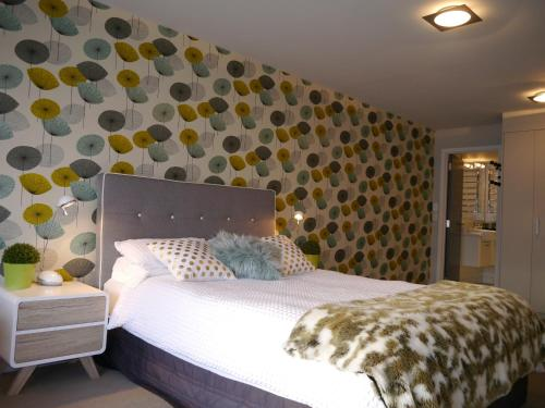 A bed or beds in a room at SeaSide Central