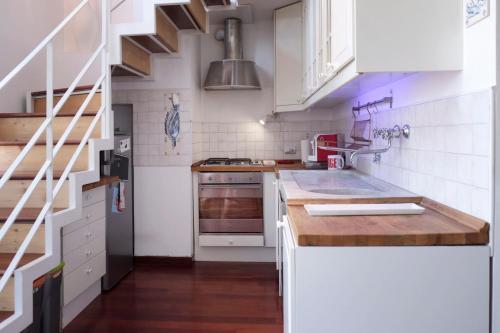 A kitchen or kitchenette at La casa di Michele