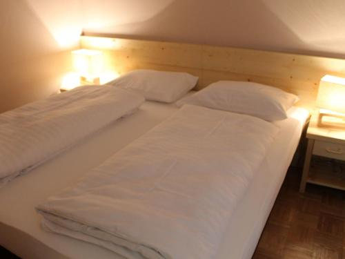 A bed or beds in a room at Alpenresidenz Turrach 1