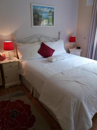 A bed or beds in a room at Lettermore Country Home