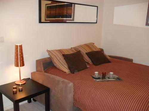 香榭麗舍大道公寓房間的床