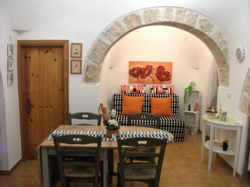 A seating area at I Trulli sul Colle degli Ulivi