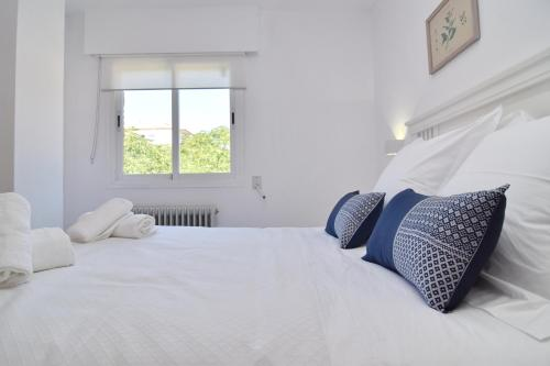 A bed or beds in a room at Apartamento Granada Plaza de Toros