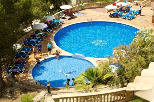 Vue sur la piscine de l'établissement Seramar Apartamentos Sunna Park ou sur une piscine à proximité