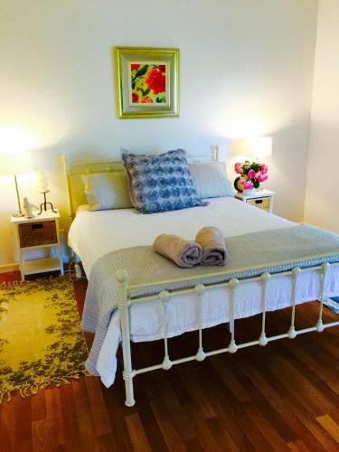 A bed or beds in a room at Birchwood Cottage