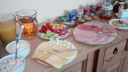 Breakfast options available to guests at Apartmá Anglická