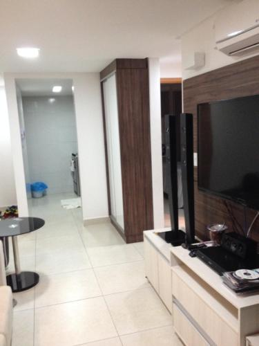 A television and/or entertainment center at Apartamento Edifício Bom Vivant