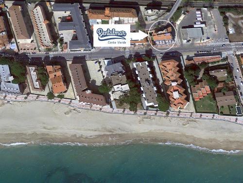 Een luchtfoto van Rentalmar Costa Verde