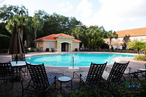 The swimming pool at or close to Four Bedrooms Townhome 5119