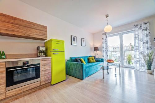 A kitchen or kitchenette at Apartamenty Homely Place 1 - Parking