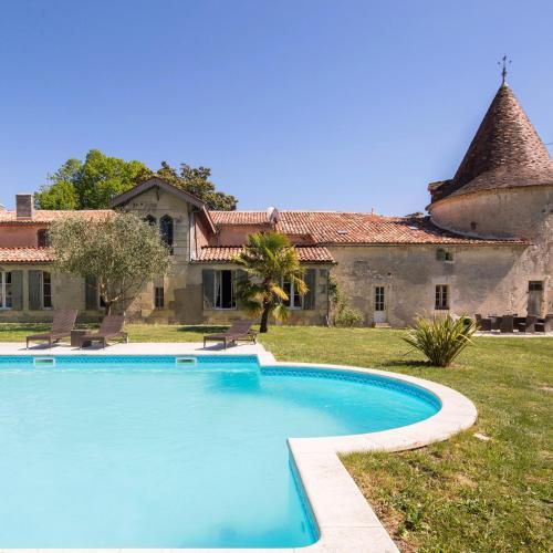 Piscine de l'établissement Chateau de Puyrigaud ou située à proximité
