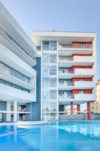 The swimming pool at or close to Hotel Ambassador