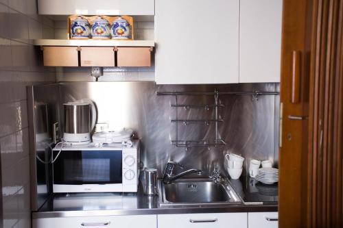 A kitchen or kitchenette at Garibaldi Central Nest