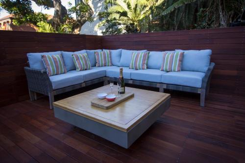 A seating area at Oceanview House - Dover Heights/Vaucluse
