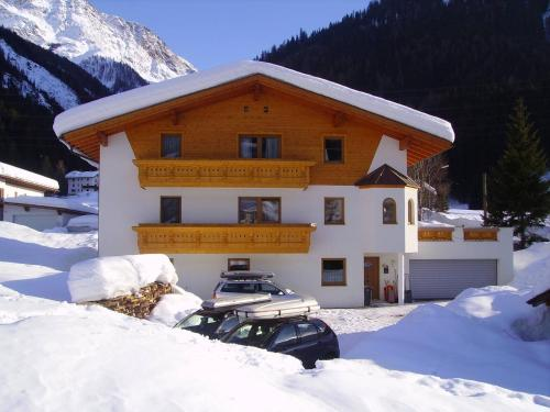 Haus Stark im Winter