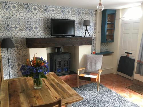 A television and/or entertainment centre at Erin Cottage