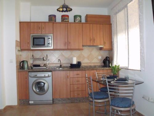 Majoituspaikan ByC Apartamentos Realejo keittiö tai keittotila