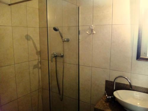 A bathroom at Casinha Alegre Rooms
