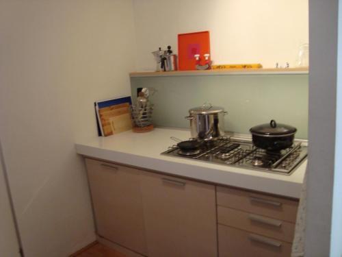 A kitchen or kitchenette at Appartementen Aleid
