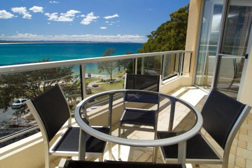 A balcony or terrace at Beachpoint, Unit 401, 28 North Street