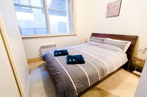 Gulta vai gultas numurā naktsmītnē Flinders Lane Superior Studio Apartment