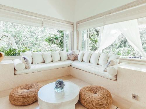 A seating area at Cloud Nine Estate