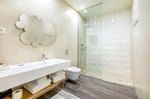 A bathroom at LETHESHOME Apartments