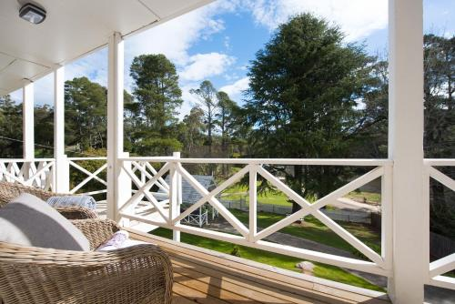 A balcony or terrace at Lake Daylesford Apartment 3