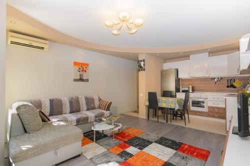 A seating area at Apartment on Perushtitsa 40
