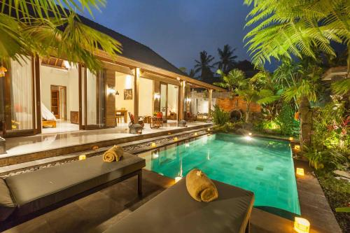 The swimming pool at or close to Sweet Ginger Villa