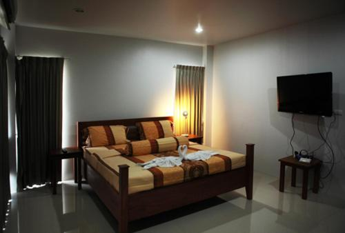 A bed or beds in a room at Naiharn Beach Road Apartment