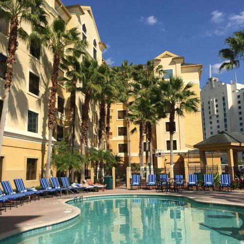 Bazen u ili blizu objekta staySky Suites I-Drive Orlando Near Universal