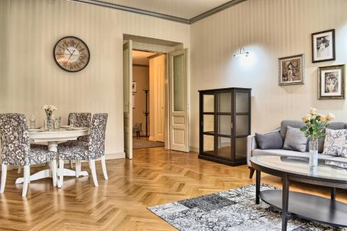 אזור ישיבה ב-Milosrdnych Apartments