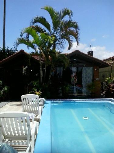 A piscina localizada em Tutts Cabana Hostel ou nos arredores