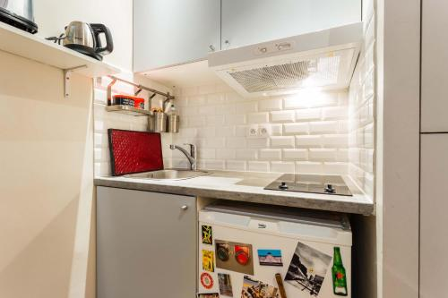 A kitchen or kitchenette at Charming apartment - Pigalle