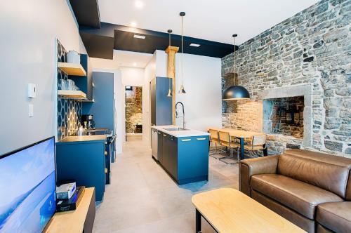A kitchen or kitchenette at Les Lofts Notre-Dame by Les Lofts Vieux Québec