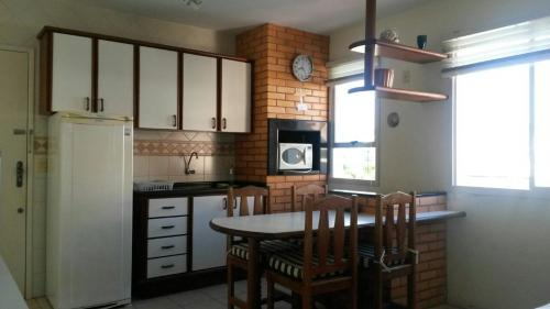 Una cocina o zona de cocina en Residencial Miraguaia