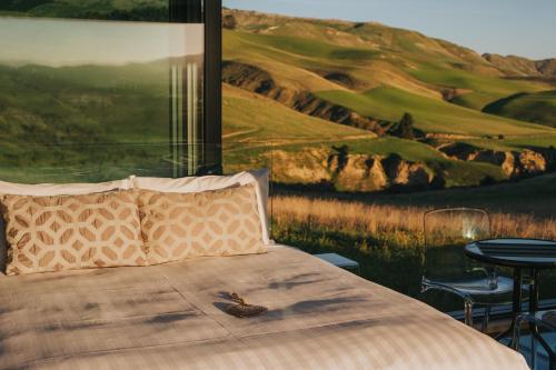 Een bed of bedden in een kamer bij Greystone PurePod