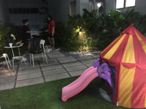 พื้นที่เล่นสำหรับเด็กของ Mackenzie Apartment 88