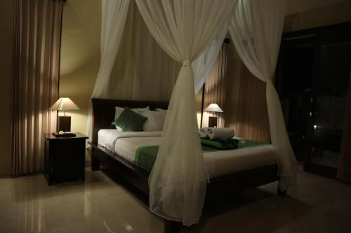 A bed or beds in a room at Siwaya Villa
