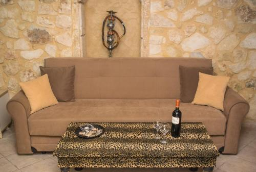 A seating area at Casa Panstel