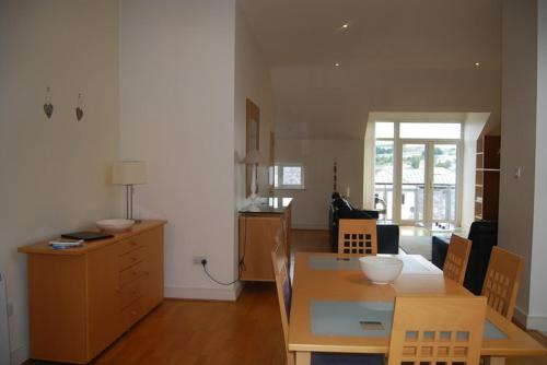 A kitchen or kitchenette at Harbour View Apartment Kinsale