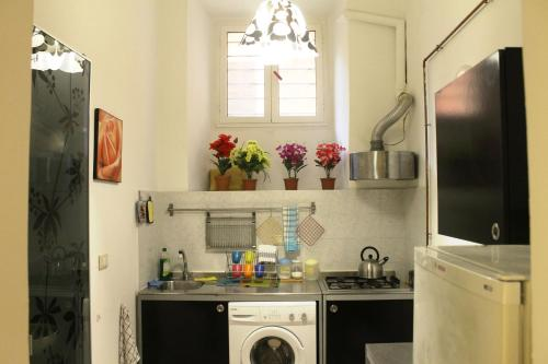 A kitchen or kitchenette at Vatican with Love