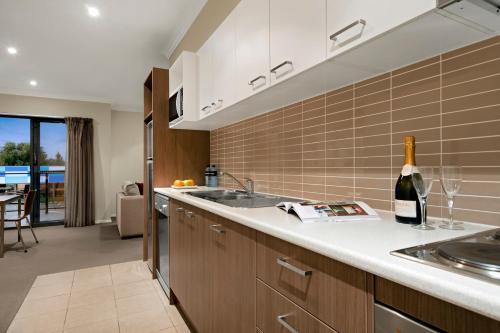 A kitchen or kitchenette at Quest Singleton