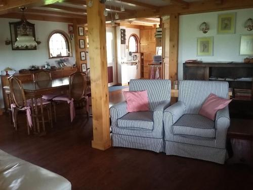 A seating area at Meerie's Cottage