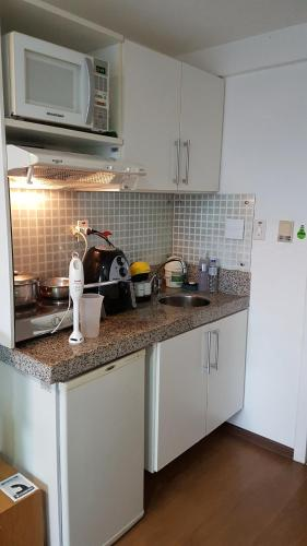 A kitchen or kitchenette at Flat's no American Flat
