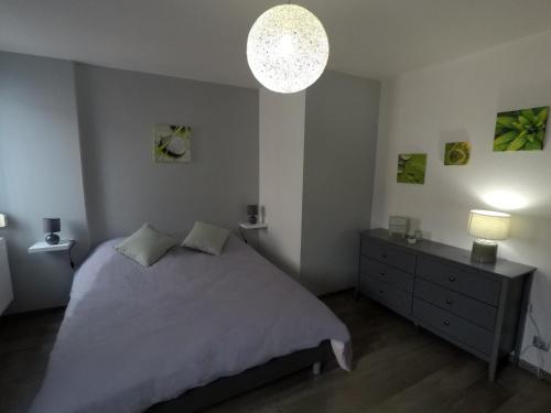 Ein Bett oder Betten in einem Zimmer der Unterkunft Au nid de Colmar