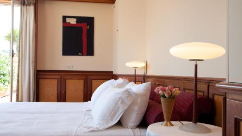 A bed or beds in a room at Fontana Di Trevi Penthouse